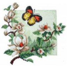 Бабочка над магнолией (323)