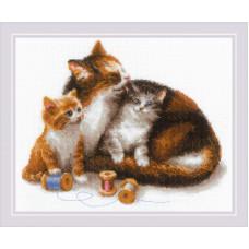 Набор для вышивания крестом Риолис Кошка с котятами (1811)