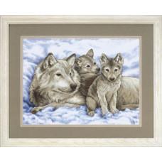 Волчица с малышами (13130)