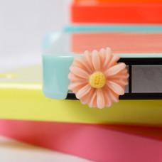 Заглушка разъема телефона Пастельный цветочек