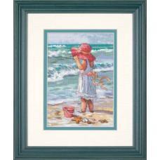 Набор для вышивания крестом Dimensions Девочка на берегу (65078)