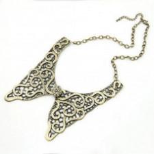 Бусы, ожерелья, украшения на шею