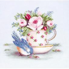 Птичка и чашка чая (B2324)