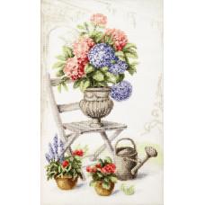 Набор для вышивания крестиком Чарівна мить Летний натюрморт с гортензией (М-360)